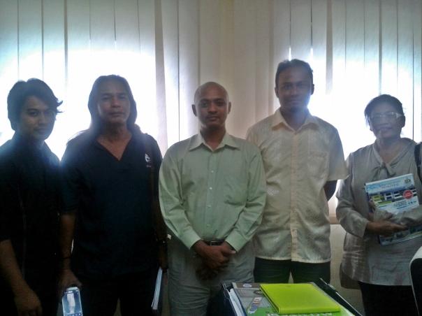 Bersama Naib Presiden Gabungan Pelajar Melayu Semenanjung (GPMS), En Alif Anas Md Nor dan ahli jawatankuasa tertinggi GPMS serta Dr Roswati